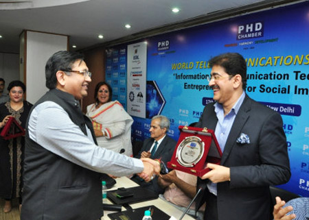 Sandeep Marwah Honored With Father of Cellphone Cinema Award